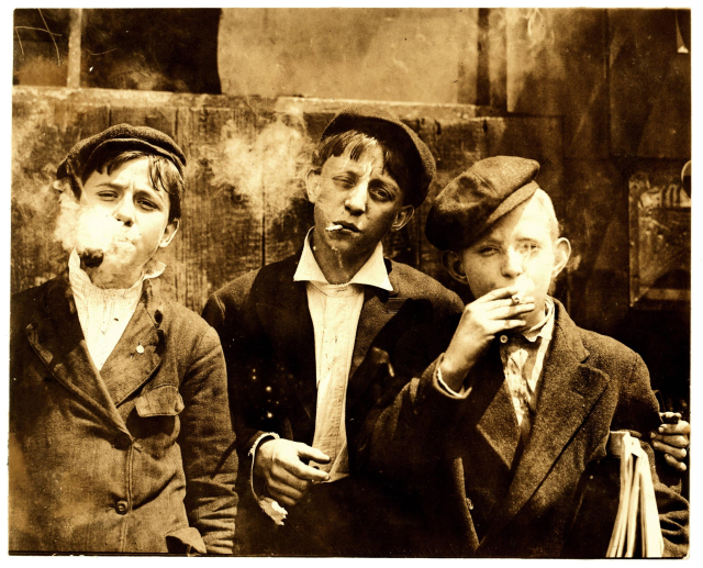 1910 smoking boys